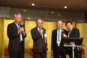 図2 情報交換会での一幕(左から西村先生、平岡先生、阿部先生、根本先生)