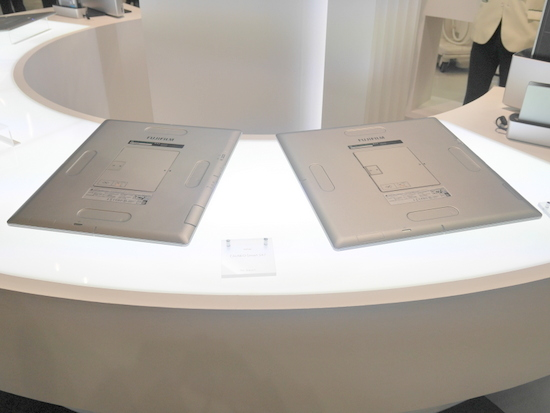 FUJIFILM DR CALNEO Smart S47(左)とFUJIFILM DR CALNEO Smart S77(右)