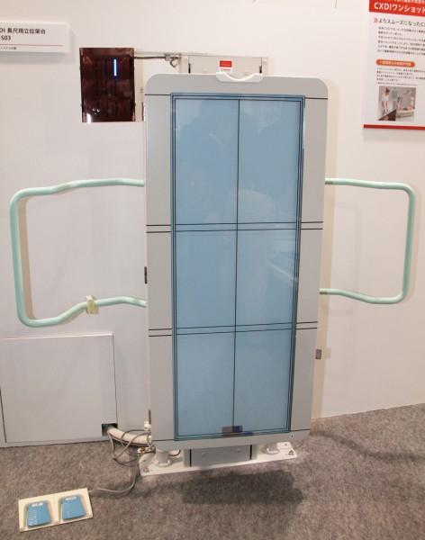 最大3枚のCXDI-401C/G Wirelessをセットできる長尺撮影架台(オートシステム社製)