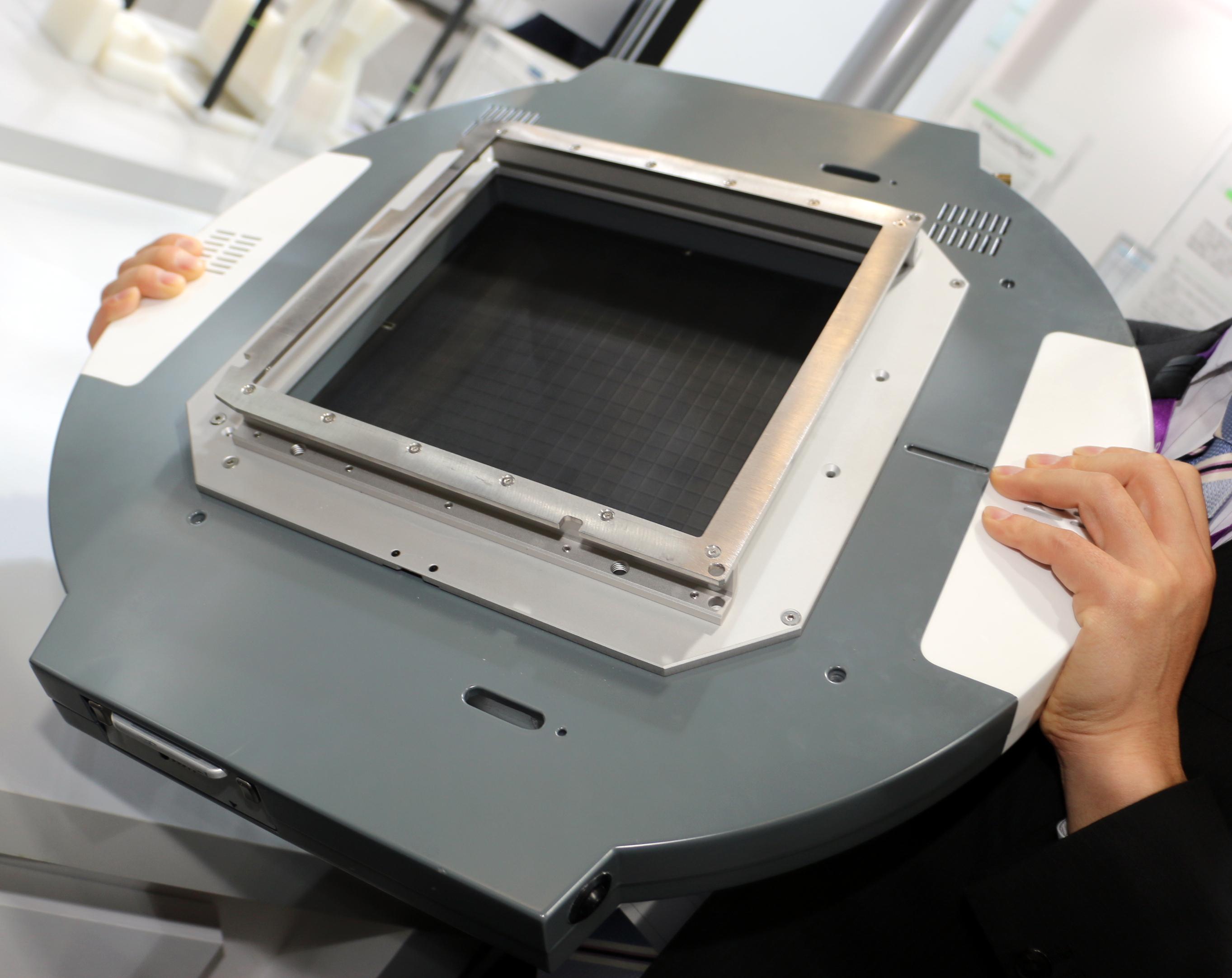 背面。実際には付属のパーツがあり、ガントリに簡単に固定することができる。※写真はプロトタイプ